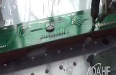 LCD显示板拖焊点焊专用自动焊锡机视频